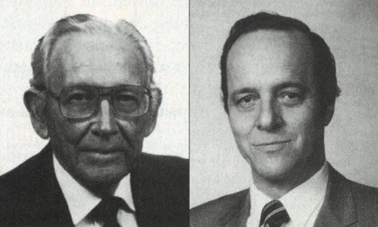 Cirujanos estadounidenses Thomas Cronin y Frank Gerow, quienes realizan la primera cirugía de aumento mamario con implantes usando un dispositivo hecho con láminas de silicona y relleno de aceite de silicona (gel)